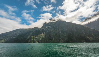 Wolken klaren auf im Milford Sound
